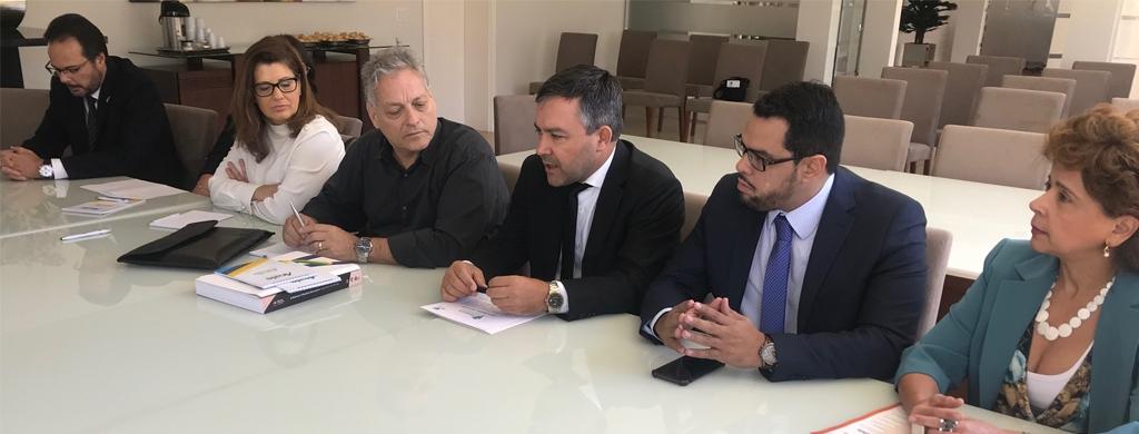 João Goulart Filho assina Carta de Princípios do Fonacate