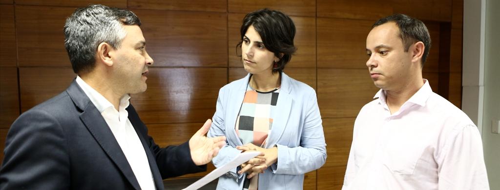 Candidata a vice-presidência pelo PT, Manuela d'Ávila recebe Carta de Princípios do Fonacate