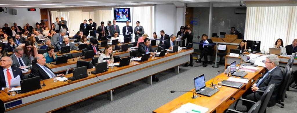 CCJ aprova demissão de servidor por 'insuficiência de desempenho'; Matéria passará por mais três comissões