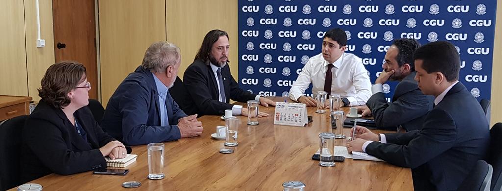 Ministro da CGU se compromete a enviar pedido de concurso para TFFC ainda este ano