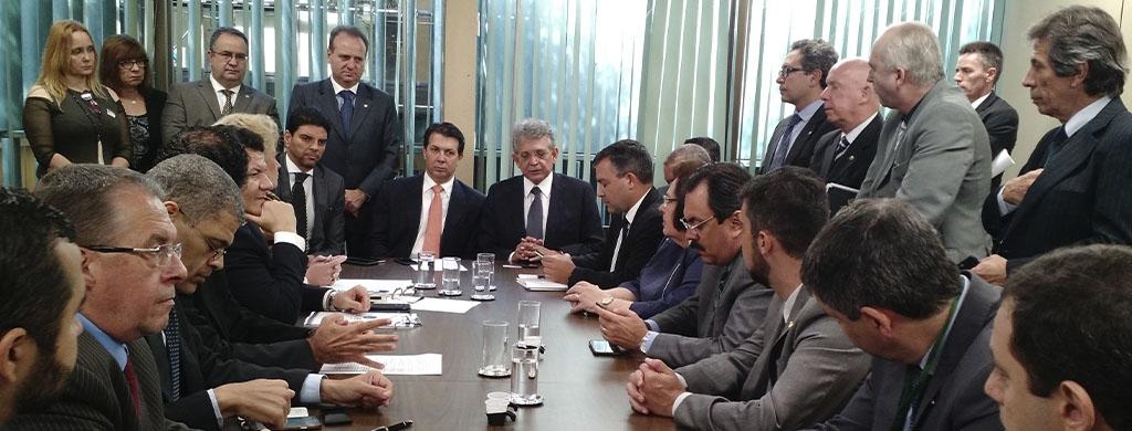 Carreiras reforçam insatisfação com substitutivo da PEC 287 em reunião com Arthur Maia