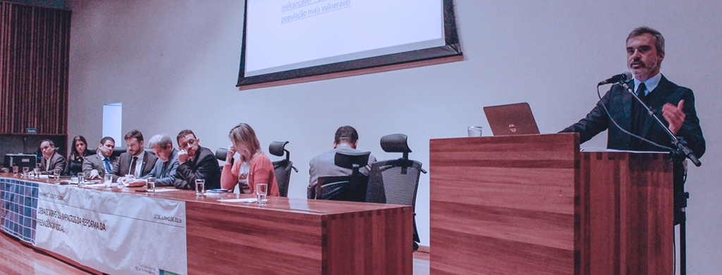 """""""Houve avanços no substitutivo, mas ainda há um longo caminho a percorrer"""", avalia Bráulio Cerqueira, em debate na CLDF"""