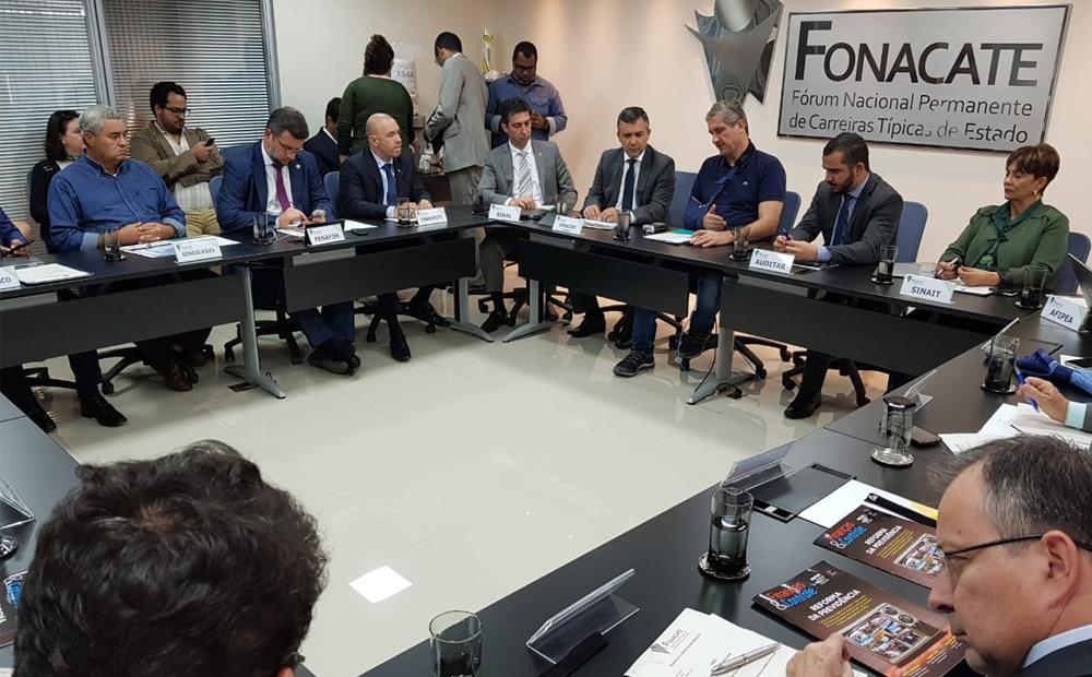 Entidades afiliadas ao Fonacate homenageiam deputado Rogério Rosso (PSD-DF)
